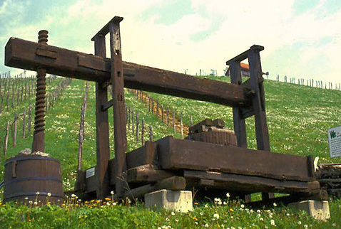 История виноделия Австрии - Old grape press at the Maypole Wine School, Silberberg, Leibnitz, Styria, Austria