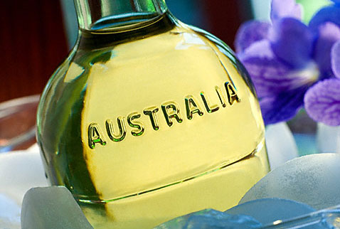 Австралийские вина - Close-up on bottle of Australian Semillon white wine in ice buck